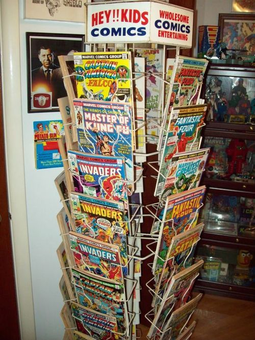 Comic book rack
