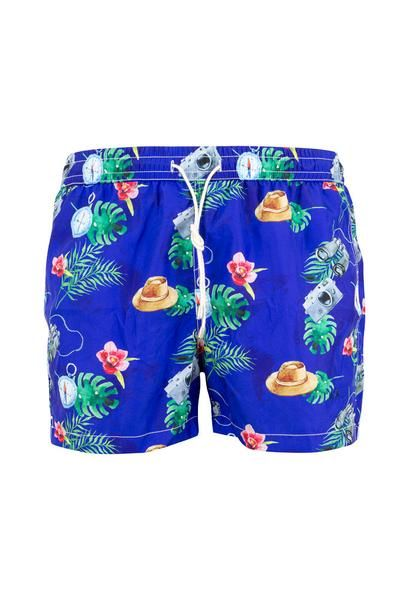 Bring some vibrant style to your next dip with our swim shorts. Comfortably cut to a mid-thigh length from nylon, they feature a rear flap pocket, elastic waistband with self-tie closure, side pockets, internal mesh briefs and a striking graphic print patterns - Composition 100% Nylon