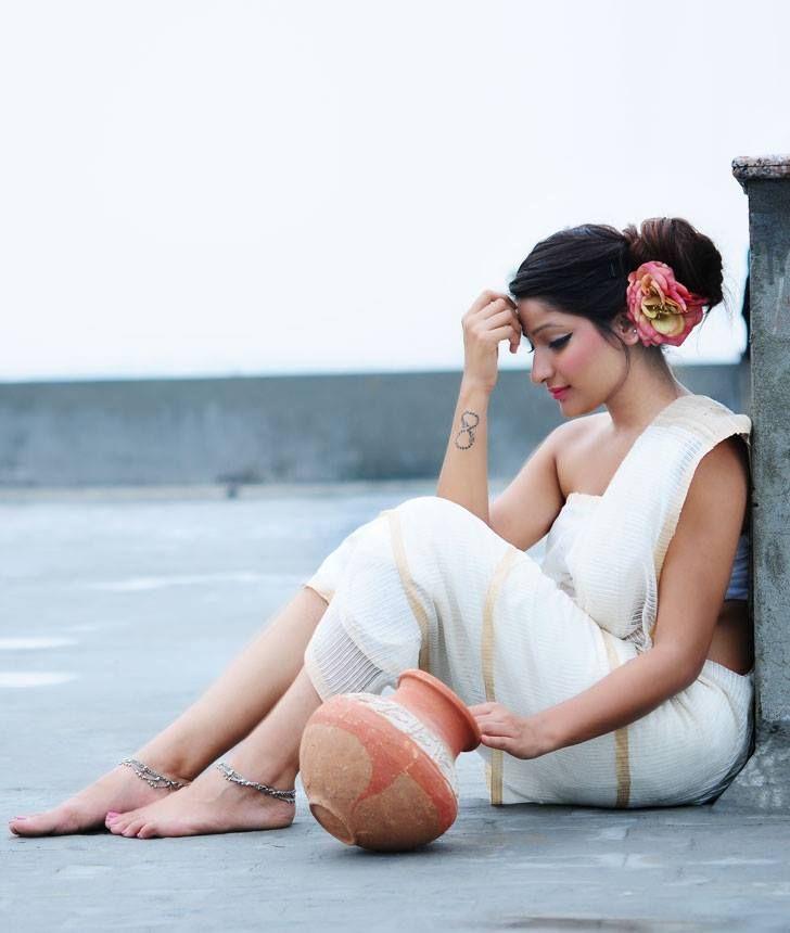 dare i guess a kerala saree? love the simplicity of it all.
