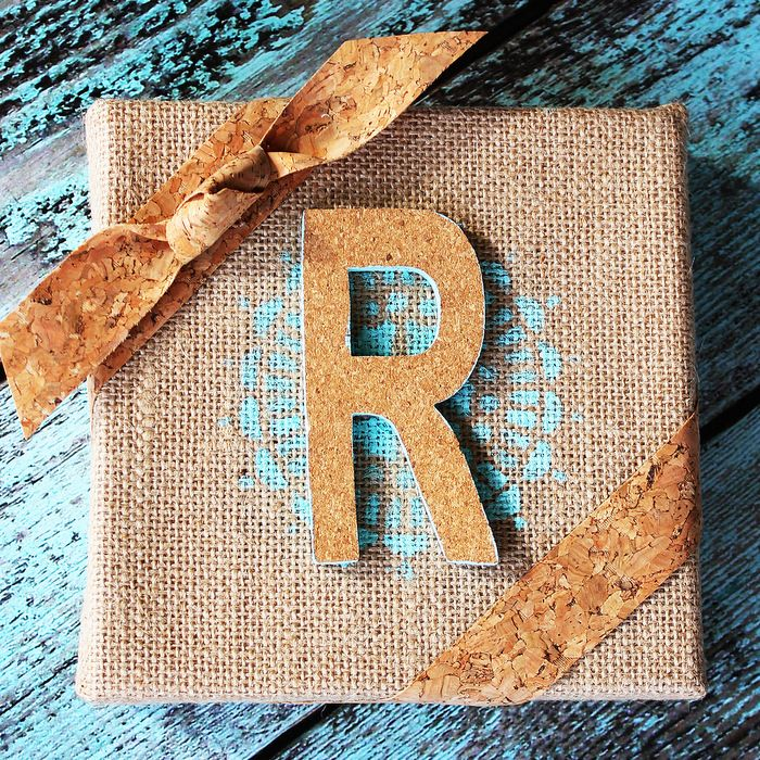 DIY Burlap and Cork Monogram by @splendidamy
