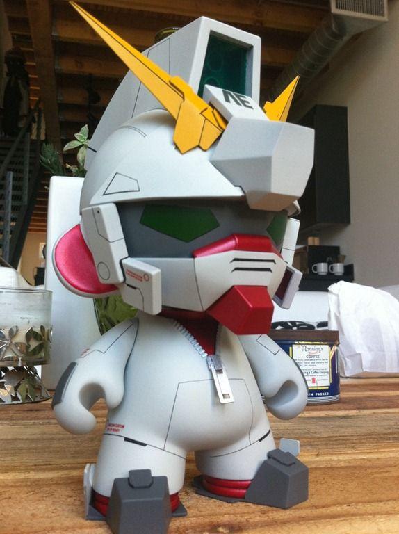 Custom Unicorn Gundam Munny | Artist: Rohby | Image 1 of 3