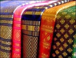 Hasil gambar untuk menenun pada bahan tekstil