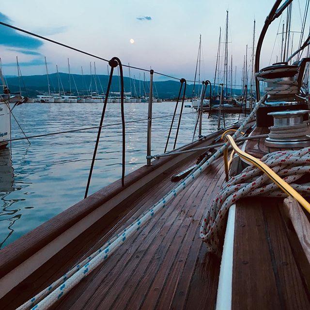 Sail Xplore Share Derniere Soiree Lefkas Marina Bientot La