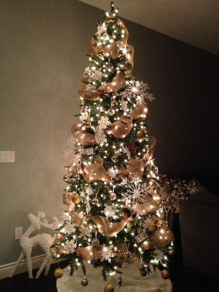 christmas-tree-decorating-with-burlap