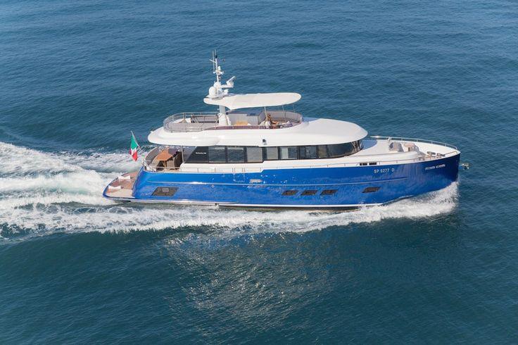 Huszonkét méteres motorjachtot vásárolt Andrea Bocelli, olasz tenorista. A látás vesztett énekes úgy érezte ötvenhat évesen megérdemel egy vízi járművet, amelyet végül a Gamma Yachts készített el számára.  A Gamma Yachts