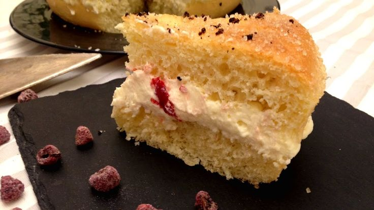 Voglia di mare? Questa Tarte Tropezienne vi trasporterà direttamente sulle spiagge di Saint Tropez! ⚓️⚓️ // Need a #vacation?⚓️⚓️ This #TarteTropezienne #cake will take you directly at #SaintTropez! #brioche #crema #creme #mousseline #lampone #framboise #raspberries #CoteDAzur #CostaAzzurra #breakfast #recette #homemade #patisserie #foodblog #blog #instafood #foodnetwork #easy #yummy #pastry #rezept #Tarte #tropezienne #ricetta #recipe