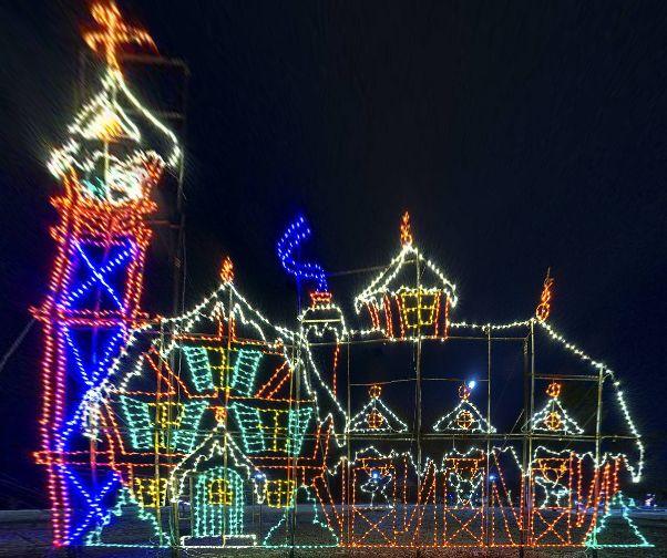 "Christmas 2012 ""Lights of Life"" at Marietta's Life University (USA) by James Womack https://www.360cities.net/image/christmas-2012-lights-of-life-at-marietta-s-life-university#-256.44,-3.99,152.0"
