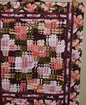 "We saw some like these at a recent quilt show. I think the pattern is ""fractured flowers"". I've got to figure out how to do this!"