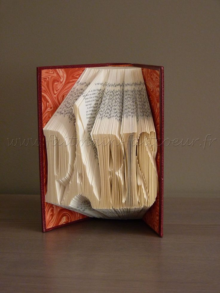 "Patron livre plié ""Paris"" (""Paris"" folded book pattern)"