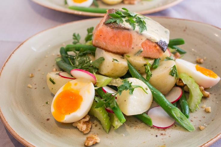 Tonight's quick & healthy dinner comes from the land of moose, salmon, bears, and a lot of really polite people. You guessed it - Canada. Get ready for fresh grilled salmon with a silky tarragon mayonnaise dressing on a green bean, radish and walnut salad. Delicious eh!