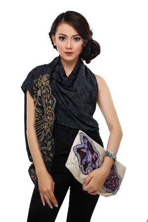Cropped Batik Tambour Cluth IDR 299.900