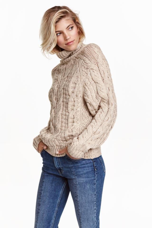 Pull en maille torsadée: Pull col roulé en douce maille torsadée enrichie d'une touche de laine. Modèle avec longues manches raglan.