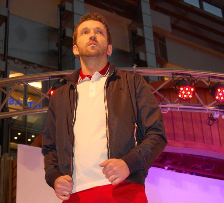 Polo męskie Formenti białe w stylu marynistycznym. Świetne połączenie bieli z czerwienią i granatem dodaje klasy i ekskluzywności. http://piechocki.com.pl/produkty/kategorie/polo/polo-formenti-biale-w-stylu-marynistycznym.html