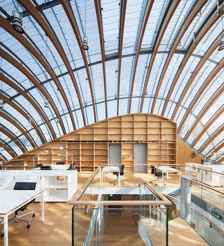 Imaginé parPritzker et l'architecte Renzo Piano, le nouveau siège dela Fondation Pathépossède un emplacement particulier puisqu'il est entièrement caché derrière..