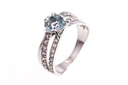Anel Trillion Água-marinha #joia #ouro #diamante #diamond #jewelry #gold #aguamarinha #aquamarine #anel #ring #fashion #design #chic #jewelryporn #modern