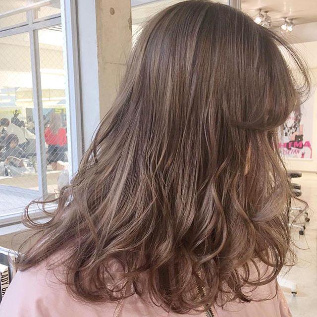 髪色で叶える女性らしさ フェミニンな雰囲気になれるヘアカラー特集