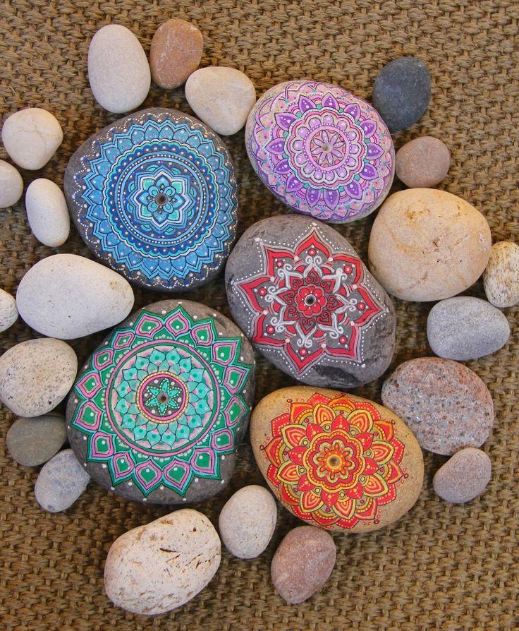 Nueve Pinceladas: La Aventura del Alma - pretty painted stones