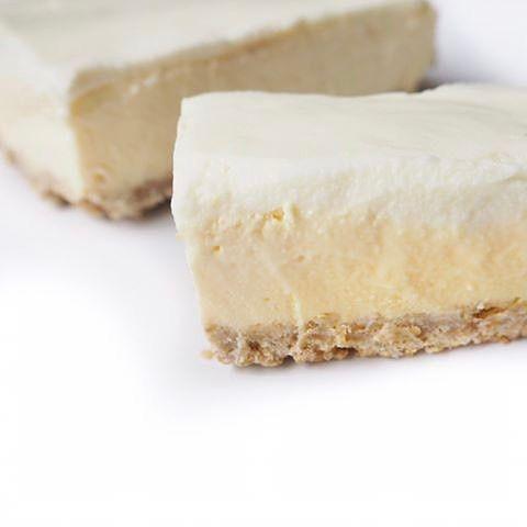 """164 To se mi líbí, 1 komentářů – taguj #bezlepku (@bezlepku) na Instagramu: """"@nikola_fiskova Coconut-vanilla cheesecake 🇨🇿 KORPUS: mandlová mouka + kokosový olej -> smíchat a…"""""""