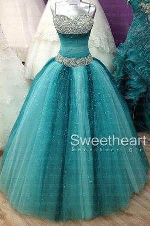 Vestido azul turquesa com brilho que eu adorei! Veja essa e outros Vestidos de 15 Anos aqui.