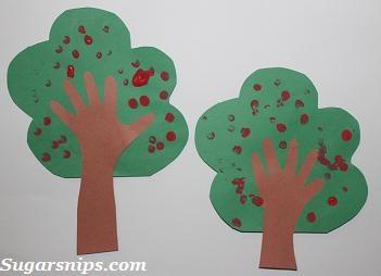 Fingerprint Apple Tree Fall craft for kids.Crafts Ideas, Fall Preschool, Arts Crafts, Trees Fall, Crafts Preschool, Fall Crafts For Kids, Fingerprints Apples, Kids Crafts, Apples Trees Lov