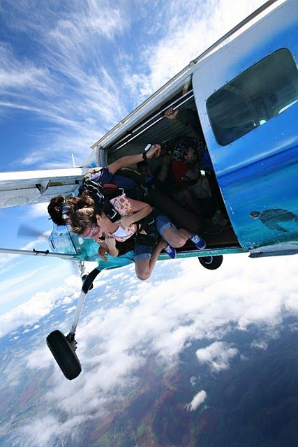 Skydiving in Hawaii... This is where i will first jump out... Argghh..