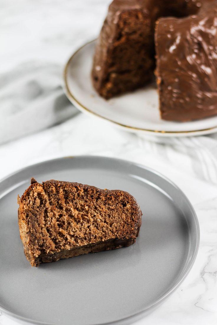 Was lag also näher als einen veganen Schokoladen-Bananenkuchen zu backen? Der Kuchen war null Komma nichts wegegeputzt und kam auch bei nicht veganer...