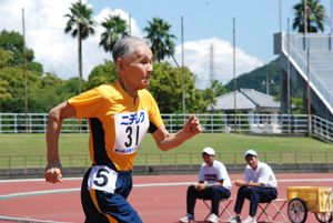 This Monday was Respect for the Aged Day here in Japan, so we're celebrating by bringing you this story about an old dude who deserves much respect: 102-year-old sprinter Hidekichi Miyazaki. Not only is this centenarian still very much alive and kicking, he's breaking world records in the 100-meter dash and dreaming of a race with the world's fastest man.