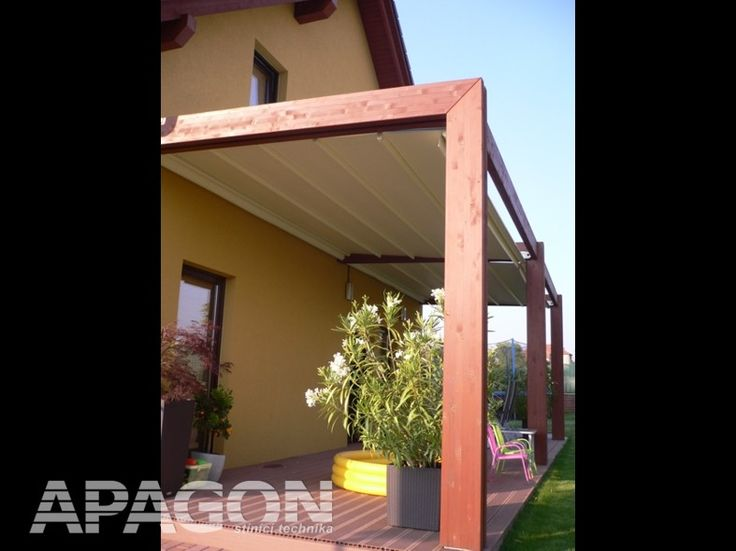 Zastínění dřevěné pergoly systémem Corradi Impact (http://www.apagon.cz/pergoly/impact)
