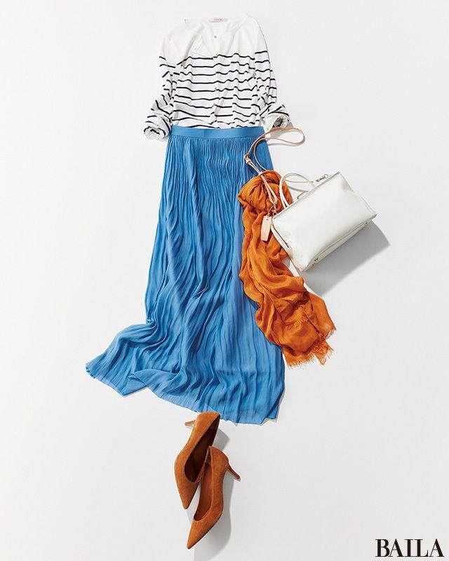 スカートに、カーデのボタンを留めてインすればぐっと今年らしく。白地にネイビーのボーダーカーデをブルーのスカートと合わせて涼しげなグラデーションを楽しんで。白&青をメインにしたこんなコーデに差し色をするなら、レンガのような渋めイエローを。原色すぎない大人っぽい色合いで、上品にコーデ・・・