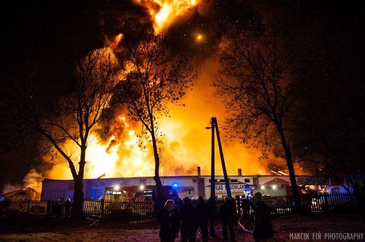 29-12-15 Płoną garaże i warsztaty przy Mariackiej fot. Marcin Fiń  #fire #night #firefighting #flames #burning #fireman