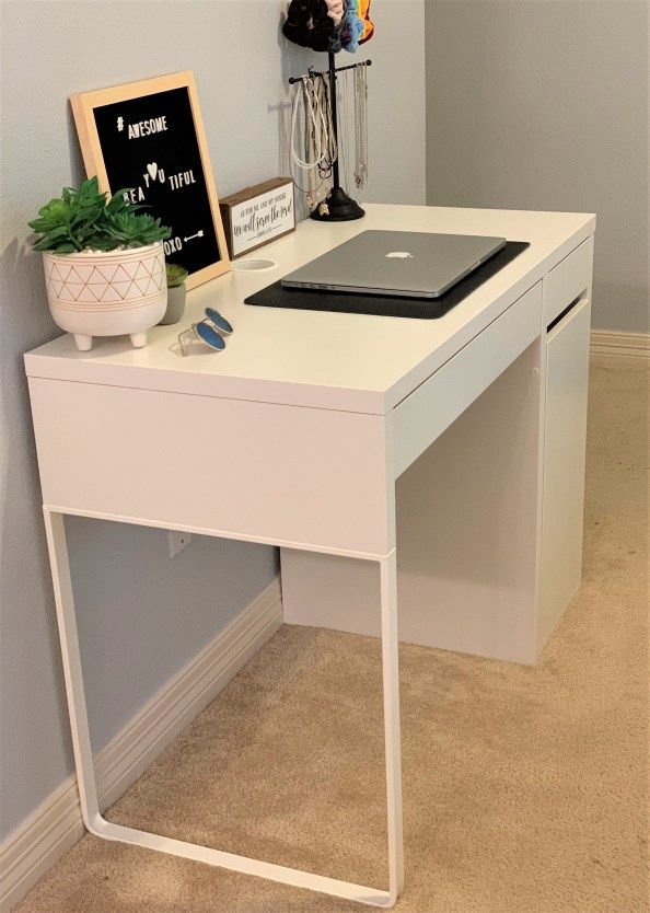 Top 10 Best Desks For Students Thetarnishedjewelblog Desks For Small Spaces Small Bedroom Desk Best Desk
