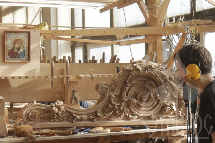 Подготовка к выставке. Новая модель заходного столба для лестниц, выполненная из массива дуба. Preparation for the exhibition. New model of the main post for stairs, made from solid oak.