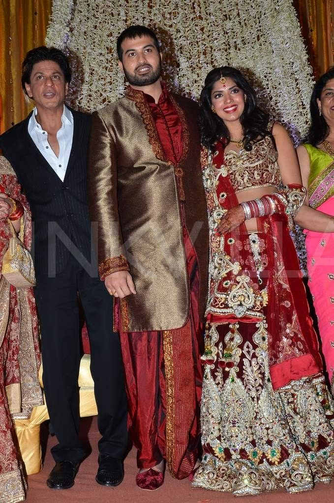 Shah Rukh Khan, Abhishek Bachchan attend a wedding reception (but not together!) lol ... as far as I know!