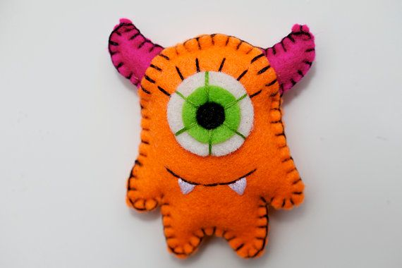 mini felt monster magnet... He would look so cute on my frig!