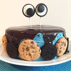 Krümelmonster Torte mit Erdnussbutter-Cookie-Teig Füllung :) :) - http://www.himmelsglitzerdings.de/2016/08/krumelmonster-torte.html