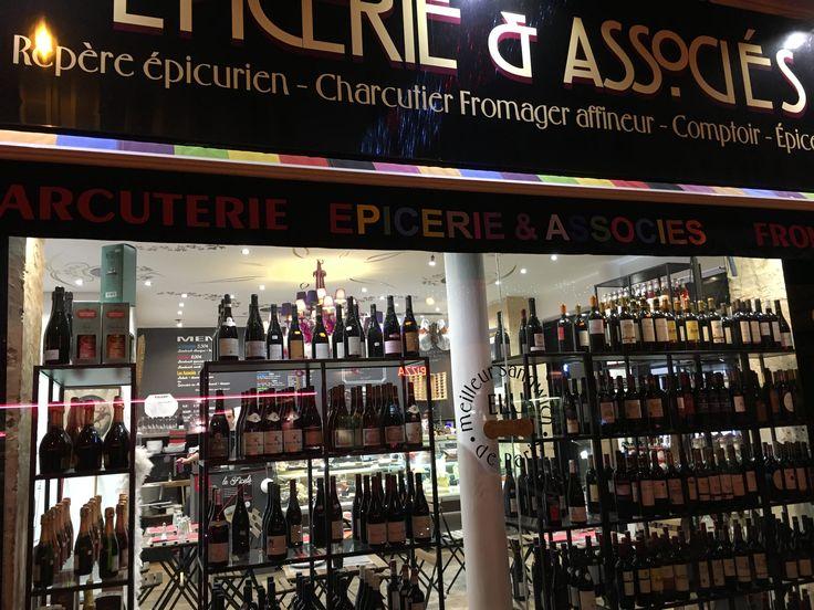 Ночной винный магазин в Париже - оценит любой любитель! #cofrance #papanizza