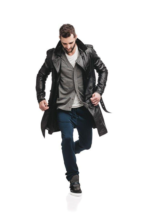 Especial jaquetas de couro: Trench coat e calça Pretorian | Cardigã Aramis | Camiseta Osklen | Tênis Hugo Boss (Foto: Marlos Bakker)