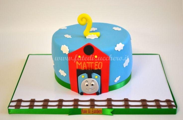 Torta Trenino Thomas per il Compleanno: con design 2D interamente modellato a mano e personalizzato