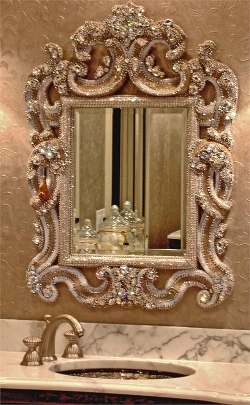 An unique mirror, don't you agree? FInd more ideas in http://www.bocadolobo.com/en/inspiration-and-ideas/