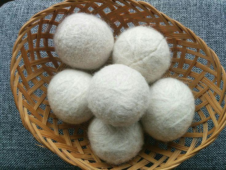 DIY Dryer balls made with wool yarn / DIY Tørre bolde lavet i uld garn / filt garn