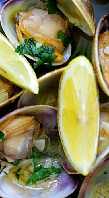 Skillet clams with loads of garlic butter, white wine and parsley. The easiest sauteed clams recipe ever! ❊
