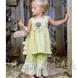 Oh my!  reminds me of my friends little girl, Emory Rose:)  Just beautiful!