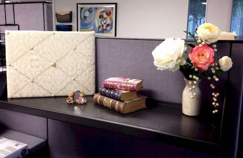 Cool 35+ Best Cubicle At Work Decor Ideas You Need To Know https://freshouz.com/35-best-cubicle-at-work-decor-ideas-you-need-to-know/