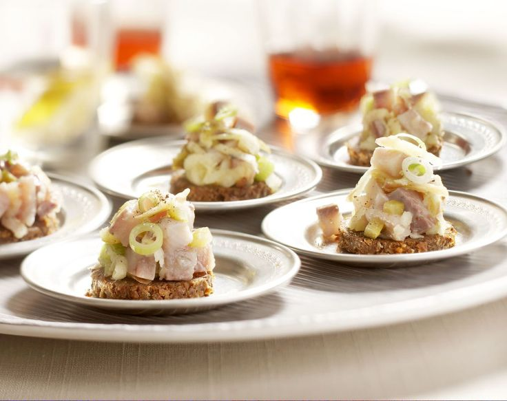 Recept Roggebroodrondjes met haringtartaar - Brood.net
