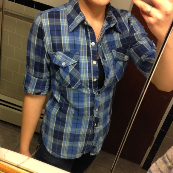 Blue plaid Extremely comfortable, not too light and not too heavy.  Versatile as it