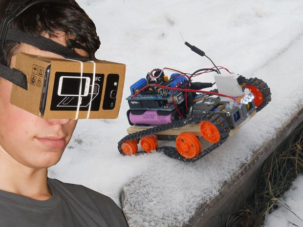 FPV Virtual Reality Arduino Controlled Tracked Robot Using HC12 modules with a range of 1 km