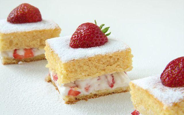 Vanilla Strawberry Coconut Cream Cake [Vegan]