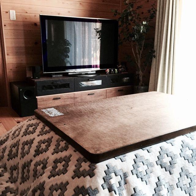 mamyuさんの、Lounge,テレビ台,リメイク,ニトリ,こたつ,フェイクグリーン,木の家,男前,壁紙DIY,転写シール,しまむら こたつカバーについての部屋写真