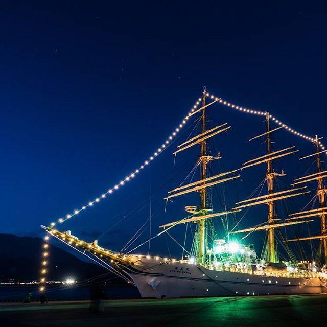 Instagram【knobb_1222】さんの写真をピンしています。 《かすかにオリオン座…  #海王丸 #桜島 #オリオン座 #夜景 #帆船 #北埠頭 #写真好きな人と繋がりたい #ファインダー越しの私の世界 #ig #photography #rx100》