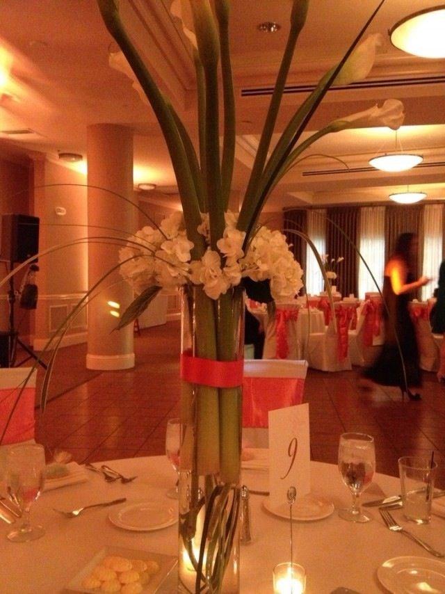 Wedding centerpiece with Calas
